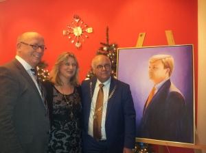 Naast mij staan kunstenares Eveline Boonstra en burgemeester Fons Hertog